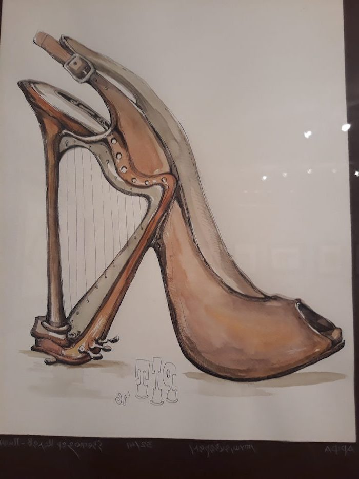high heels, with an open toe, harp for a heel, easy things to draw for beginners, white background, cool pictures to draw for beginners