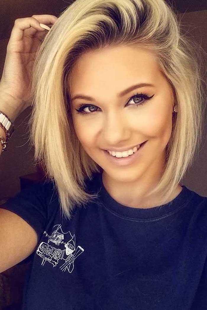 blonde hair, black t shirt, celebrities with short hair, black eyeliner