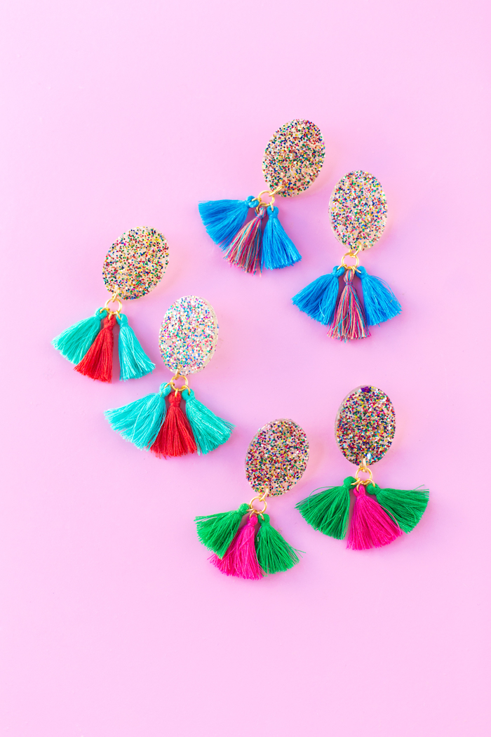 colourful tassels, colourful glitter, diy earrings, creative gift ideas, step by step, diy tutorial, pink background