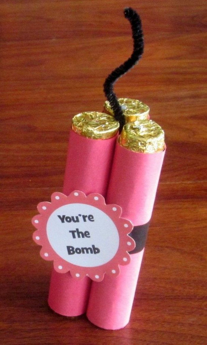 you're the bomb, wrapped candies, pink wrapper, art and craft ideas for adults, wooden table