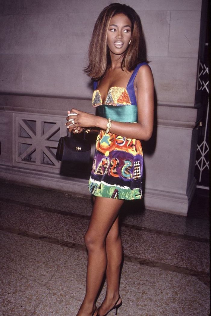 naomi campbell, retro style, met gala 2017 theme, african print, short dress, black bag and sandals