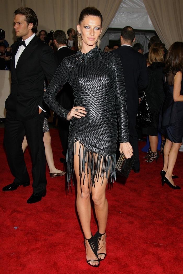gisele bundchen, 2017 met gala theme, short black leather dress, black sandals, hair in a ponytail