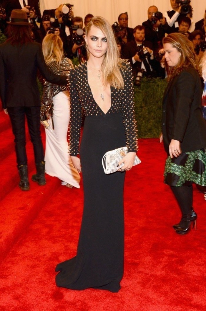 met gala best dressed, cara delevingne, black dress, with gold spikes, white clutch bag, blonde hair