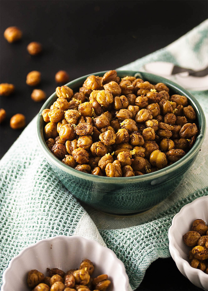 baked chickpeas, inside a green bowl, vegetarian appetizers finger food, green towel