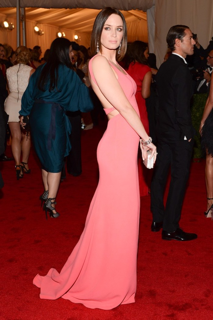emily blunt, wearing a pink dress, with bare back, met gala, short brown hair, red carpet