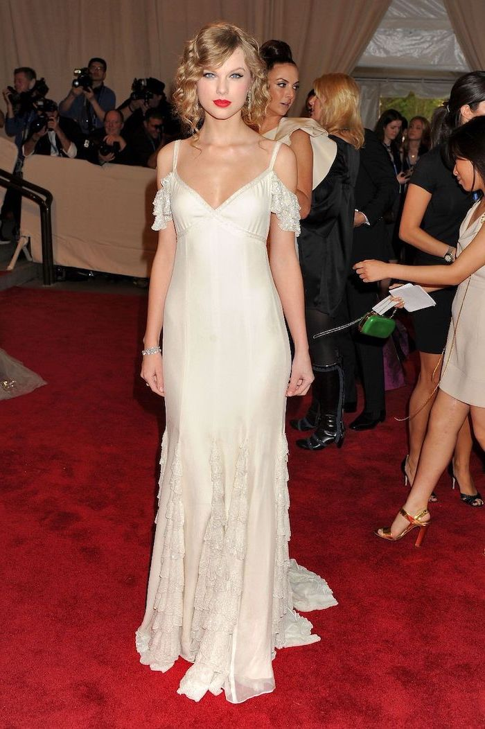 taylor swift, long white dress, on the red carpet, met costume institute, short blonde curly hair