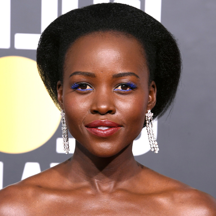 lupita nyong'o, blue eyeliner, long crystal earrings, black hair, black short curly hairstyles