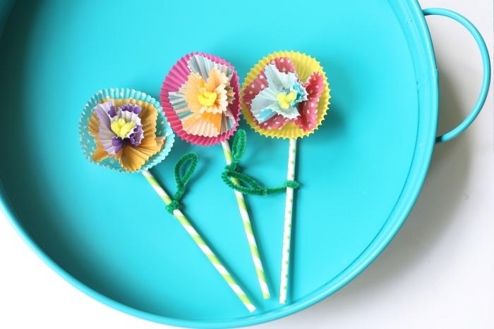 blue tray, cupcake paper, paper flowers, paper straws, diys for teens, felt leaves