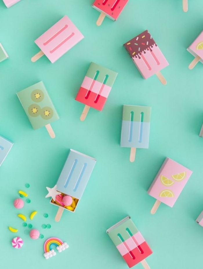arts and crafts for toddlers, green background, candy boxes, made of carton, popsicle sticks