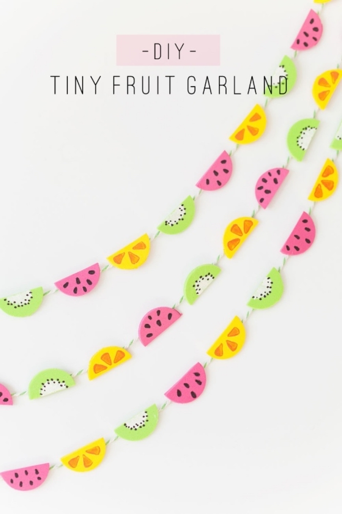 diy tiny fruit garland, kiwi watermelon and orange, cool diy projects, white wall