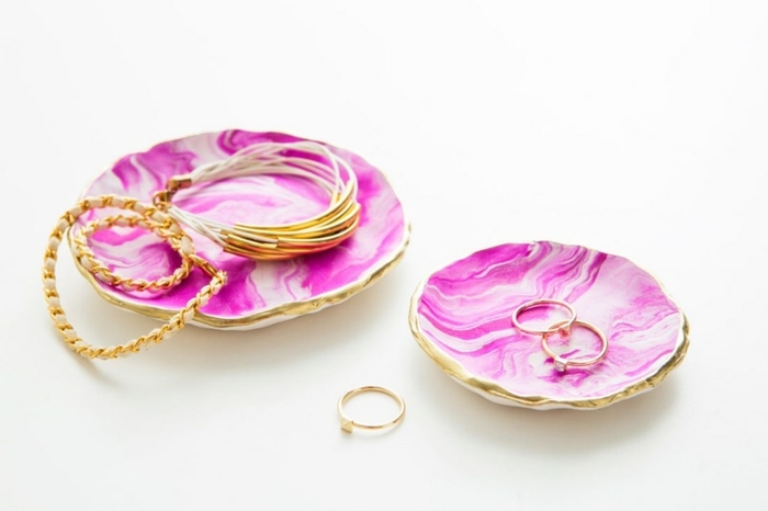jewellery holders, cool craft ideas, golden rings, golden bracelets, clay plates