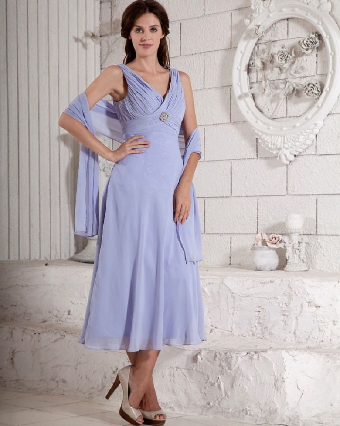 mother of the bride dresses for beach wedding, light blue dress, chiffon scarf, nude heels