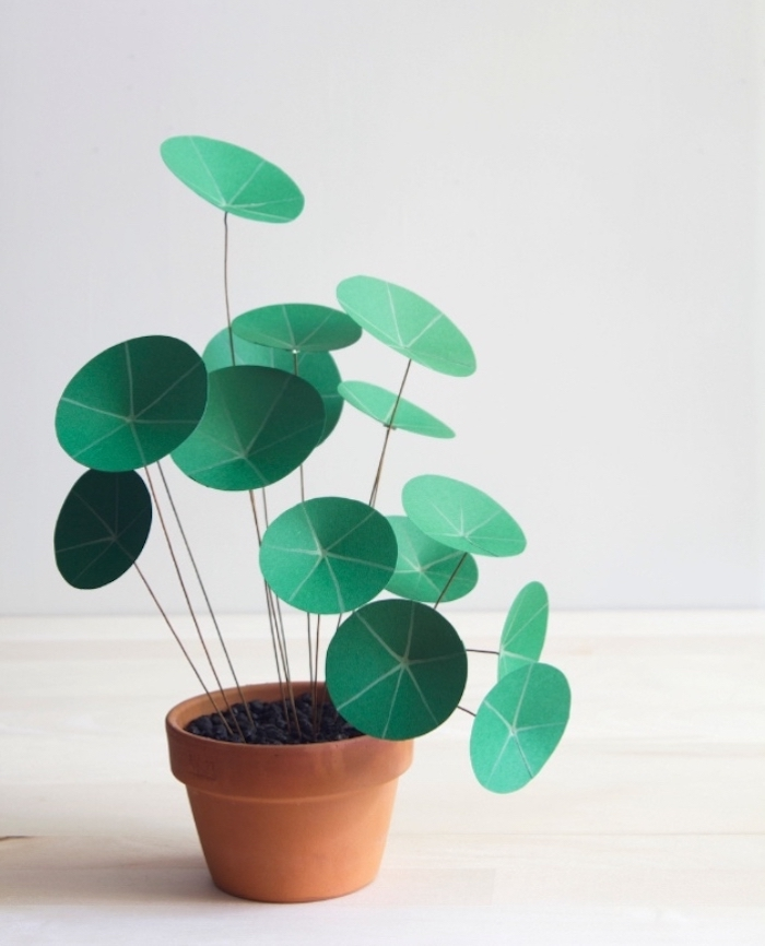 green paper flowers, ceramic pot, easy crafts for toddlers, wooden board, white wall