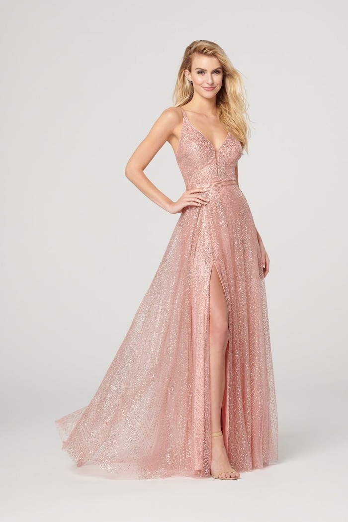 blonde wavy hair, bridesmaid dresses, made of tulle and chiffon, rose gold, with slit, nude sandals