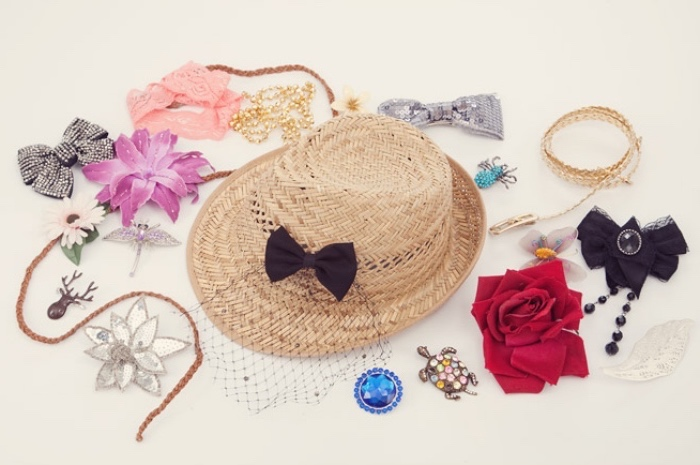 straw hat, diy things to do when bored, different bows, different accessories, black bow