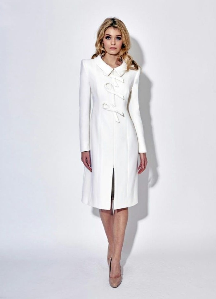 mother of the bride suits, coat dress, white colour, long sleeves, nude heels, blonde wavy hair