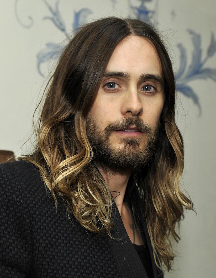 jared leto, brown hair, blonde highlights, medium haircuts for men, black blazer