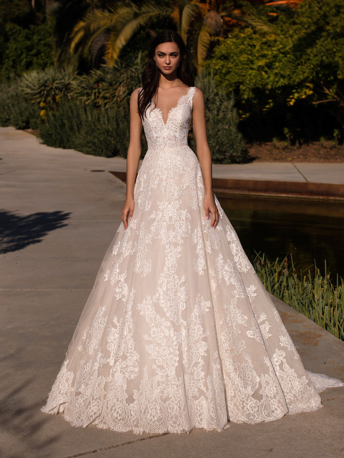 wedding dresses online, long dress, made of lace and tulle, v neckline, woman with brown hair
