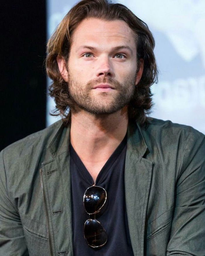 wavy hair men, jared padalecki, dark blue t shirt, green jacket, brown hair, medium length