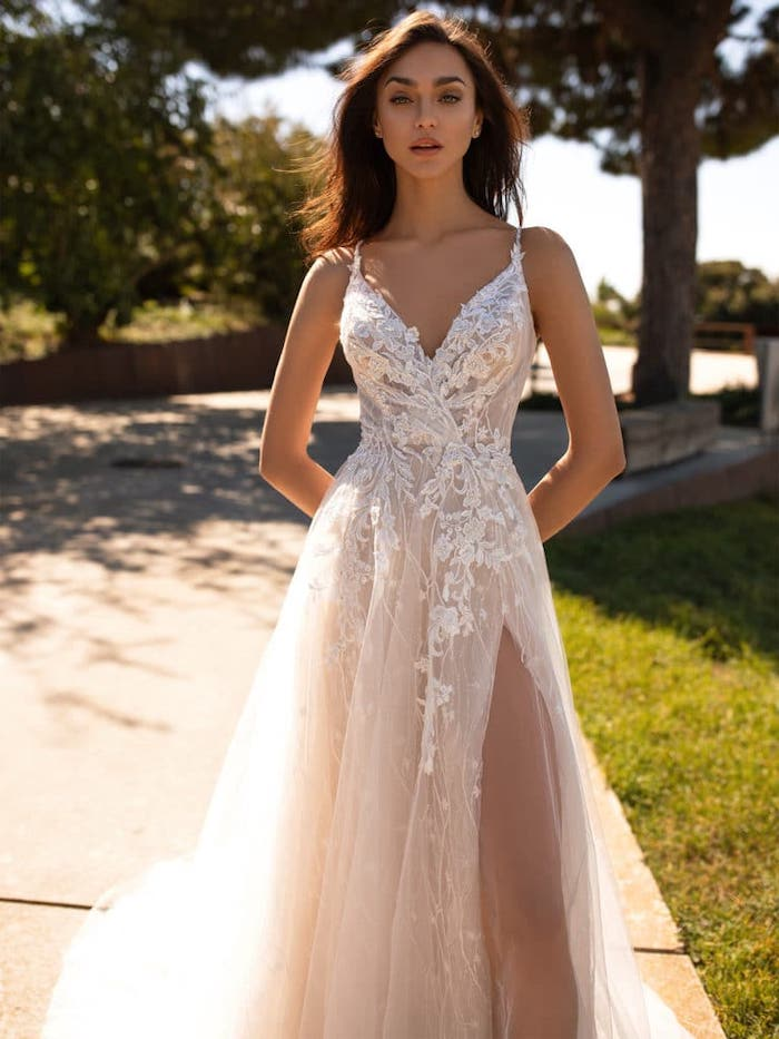 wedding dresses for the beach, long dress, made of tulle and lace, v neckline, woman with brown hair