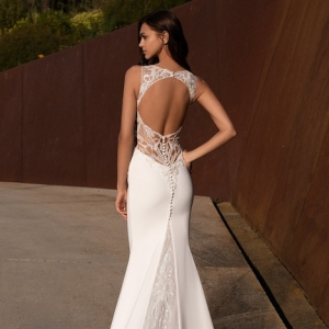 How to find the most stunning wedding dresses online and pick the best one?