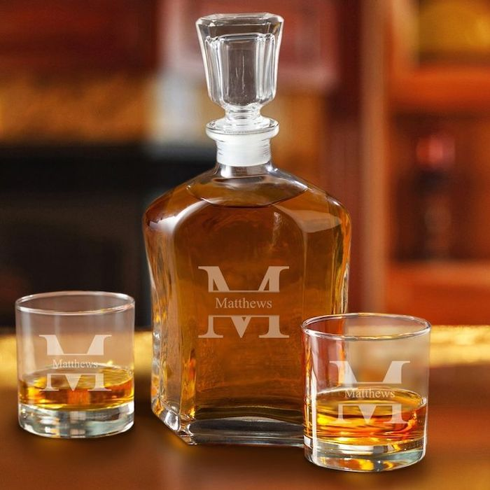 decanter with two glasses, personalised with name, filled with whiskey, groomsmen gift box