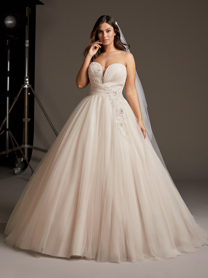 strapless dress, made of tulle and lace, wedding dresses online, long veil, woman with brown hair