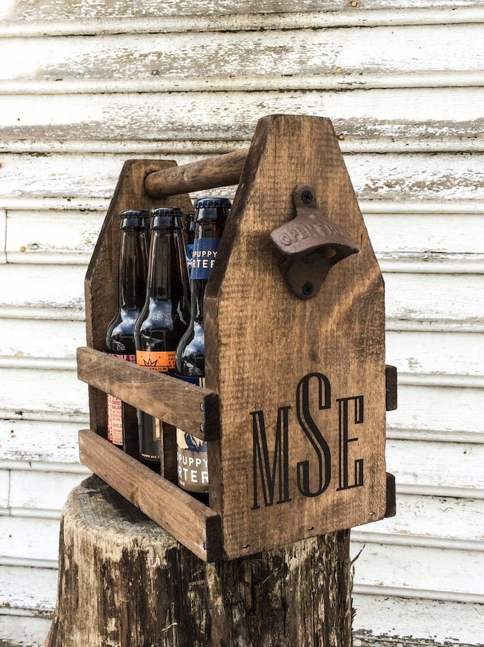 wooden crate, for beer bottles, groomsmen gift sets, personalised with initials