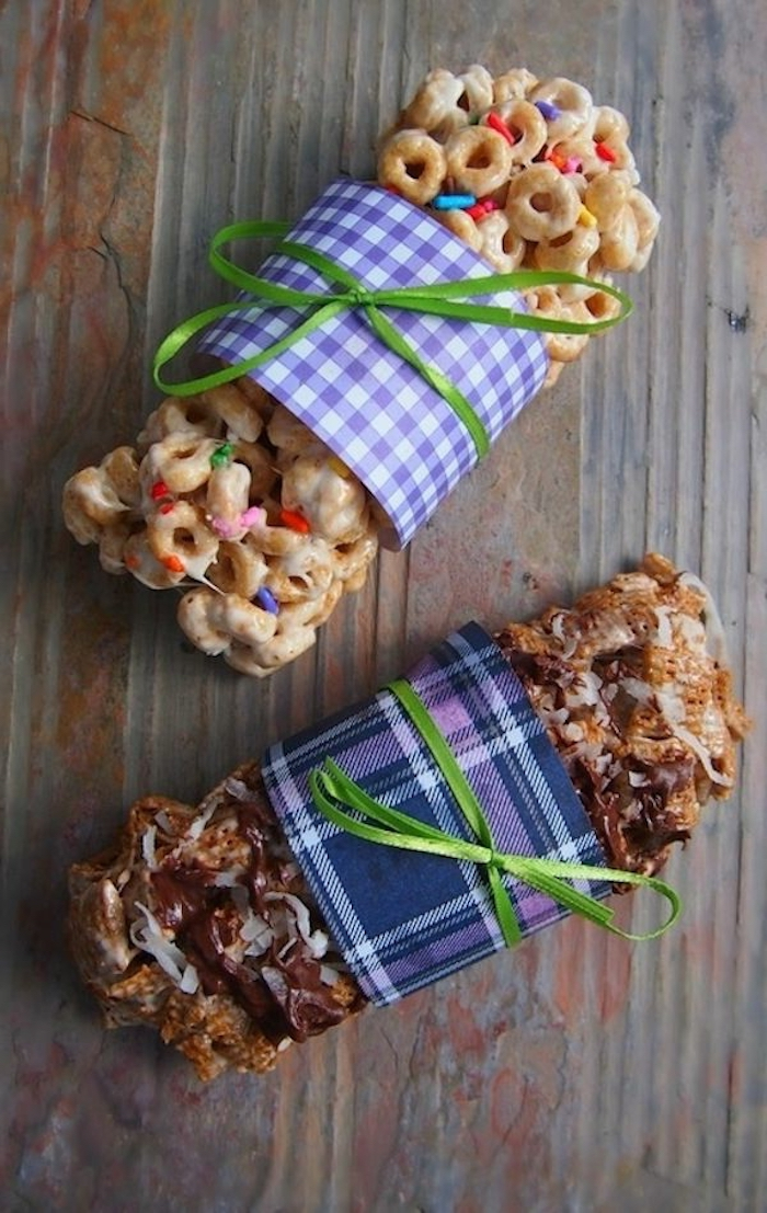 cereal bars, brunch food ideas, wrapped with green bows, wooden table