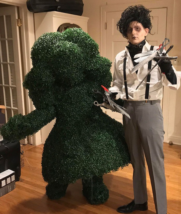 man dressed as edward scissorhands, couples halloween costume ideas, black wig, face make up