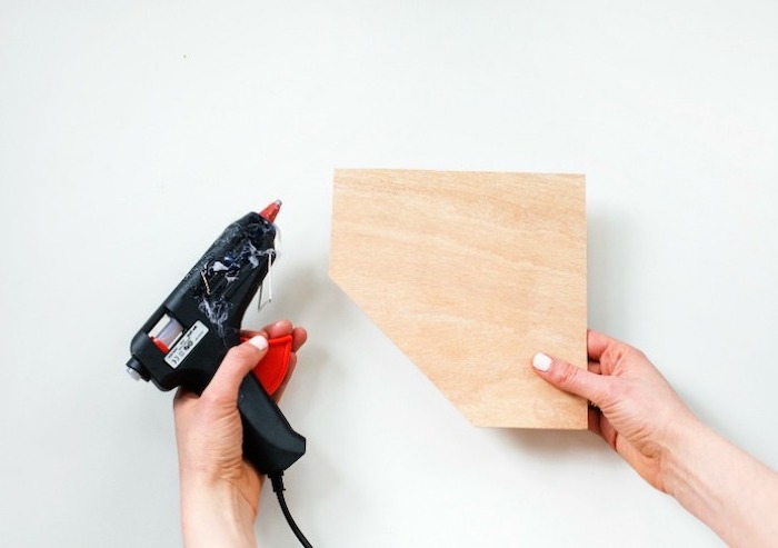 glue gun, wooden plate, cubicle accessories, wooden desk organiser, diy tutorial, step by step