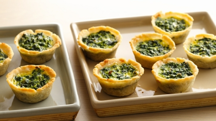 egg muffins, with spinach, easy brunch ideas, grey baking trays, wooden table