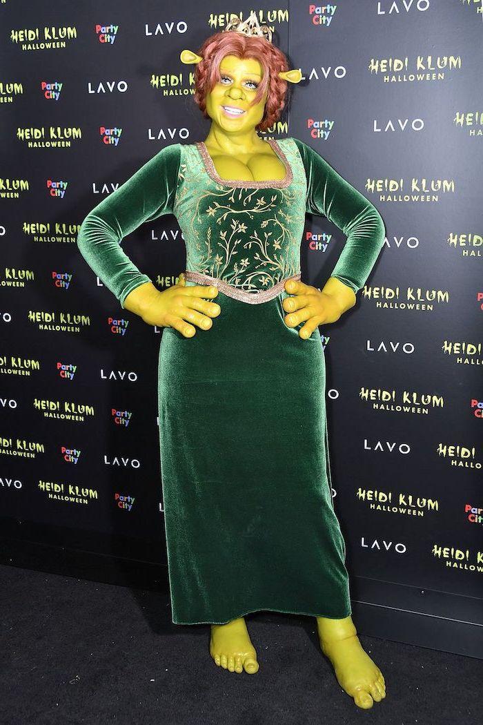 heidi klum, dressed as fiona from shrek, diy halloween costumes, green velvet dress, green skin