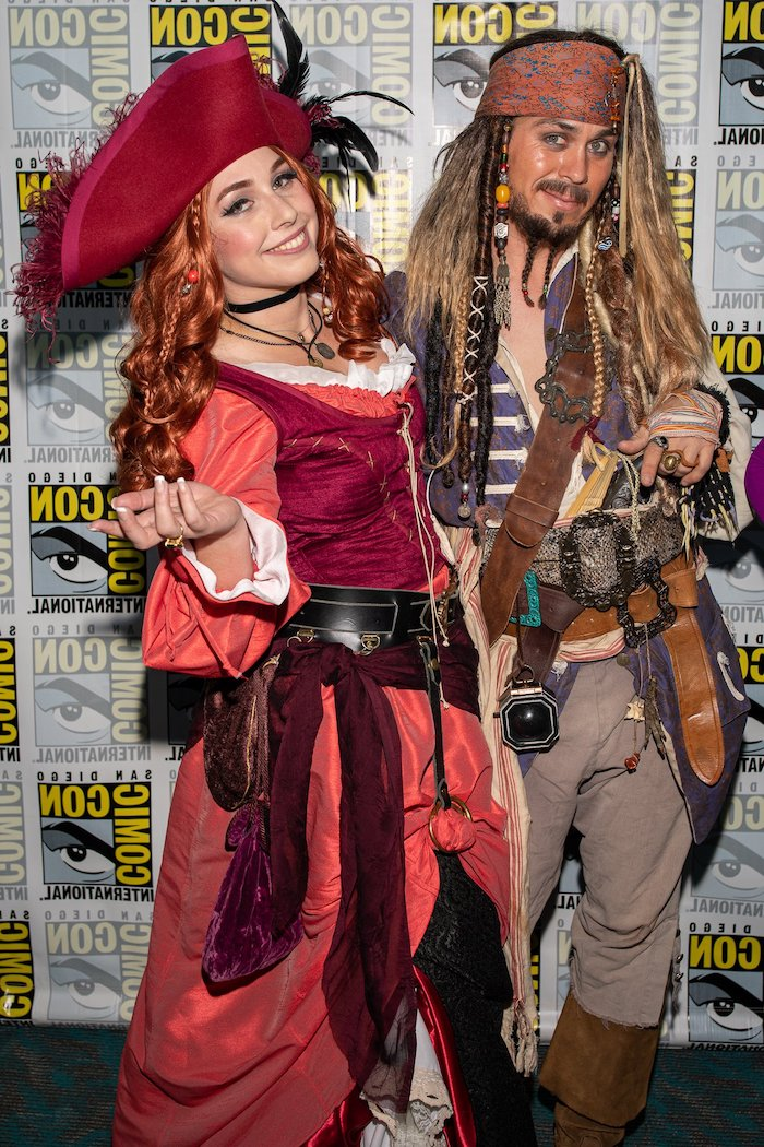 man and woman smiling, halloween costumes ideas for adults, jack sparrow, pirates costumes, pirates of the caribbean