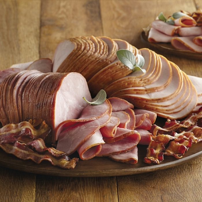 sliced ham, fried bacon, wooden plate, brunch recipe ideas, wooden table