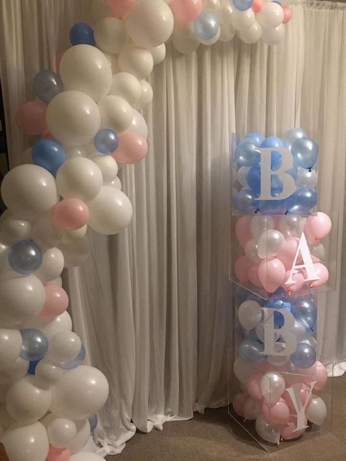 blue pink and white balloons, gender reveal ideas pinterest, large plastic boxes, filled with balloons