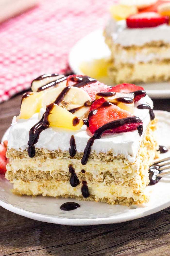 banana split cake, quick easy desserts, banana and pineapple, strawberry slices on top, chocolate drizzle