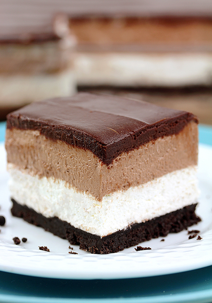 chocolate mousse cake, with oreo cookies, easy no bake desserts, white plate