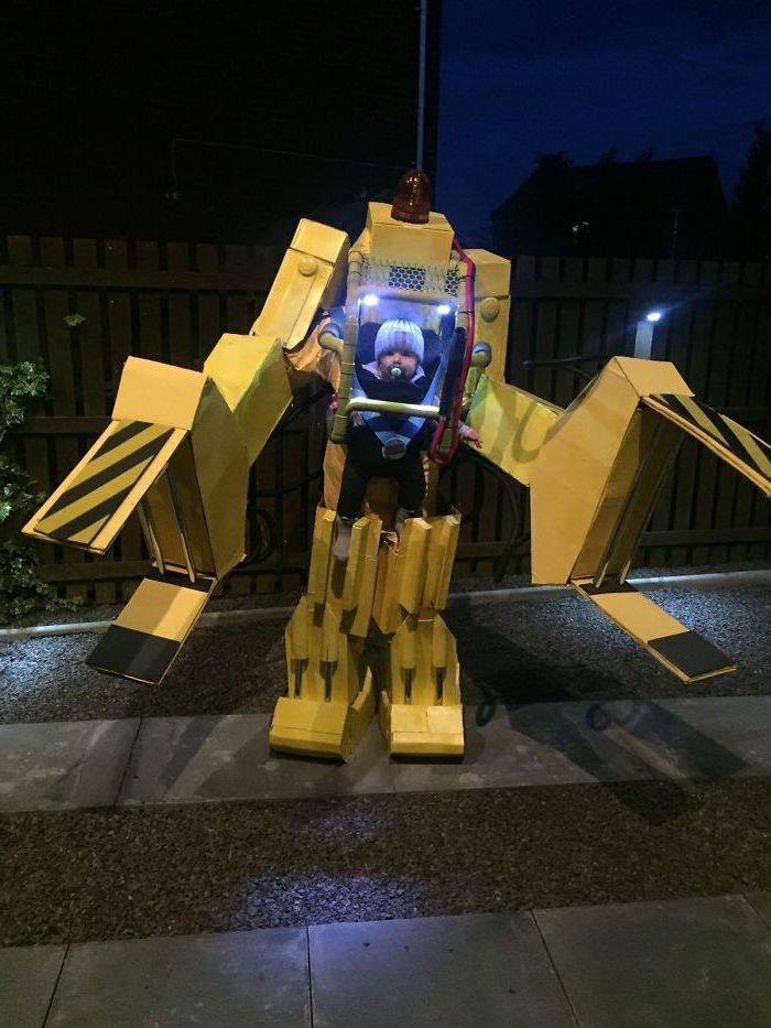 baby dressed as a robot, made of carton boxes, halloween costume ideas for girls, lights inside