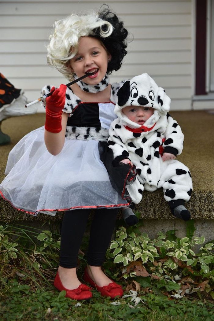 toddler girl halloween costume, girl dressed as cruella de vil, baby dressed as a dalmatian, sitting on a step