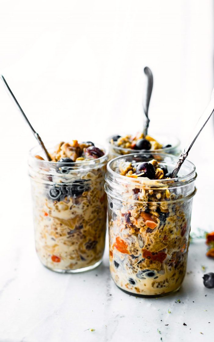 granola and yoghurt, with blueberries, inside a mason jar, chia seeds, meal prep, silver spoons