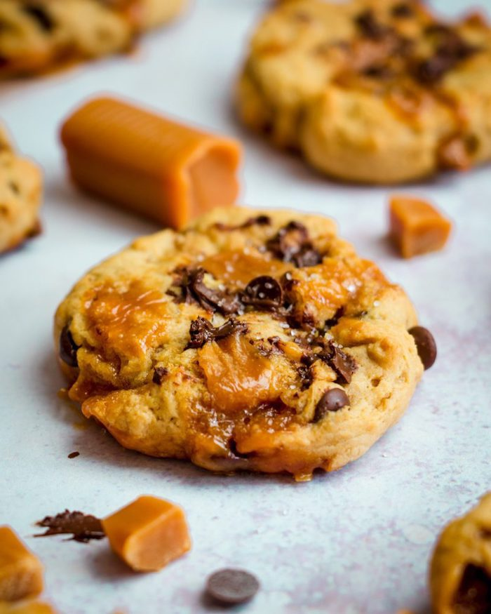 cookies with caramel, simple chocolate chip cookie recipe, caramel pieces, scattered on the table