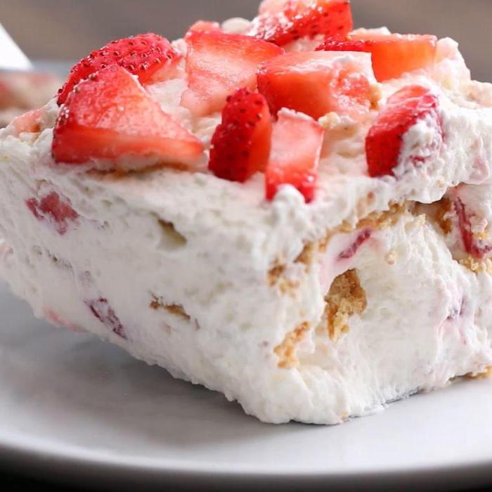 strawberry cake, easy dessert recipes no baking, strawberry slices on top, on a white plate