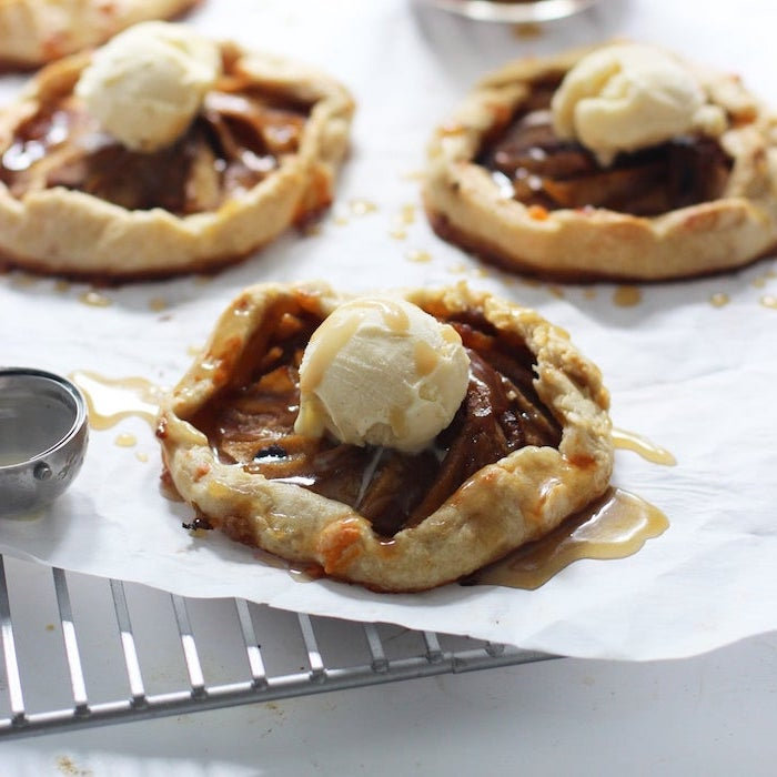 cute thanksgiving desserts, apple cookies, caramel drizzle, ice cream on top, white baking paper