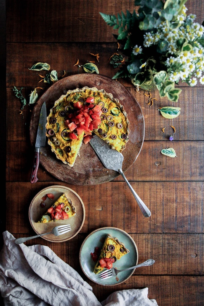 egg quiche, with olives and tomatoes, meal prep for weight loss, wooden cutting board, wooden table