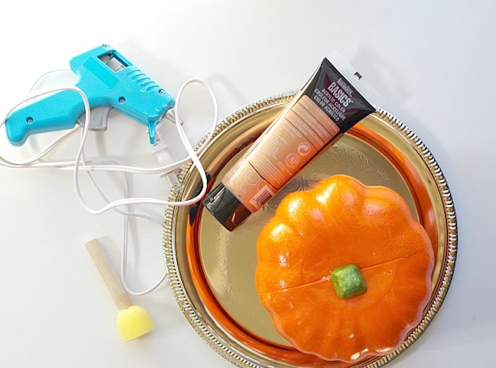 thanksgiving decorations diy, gold paint, silver tray, glue gun, orange pumpkin, step by step, diy tutorial