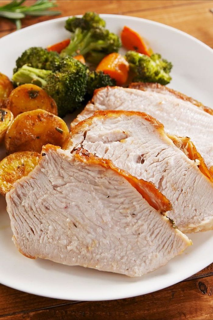 turkey slices, hash browns, broccoli and carrots, how to cook a turkey in the oven, wooden table, white plate