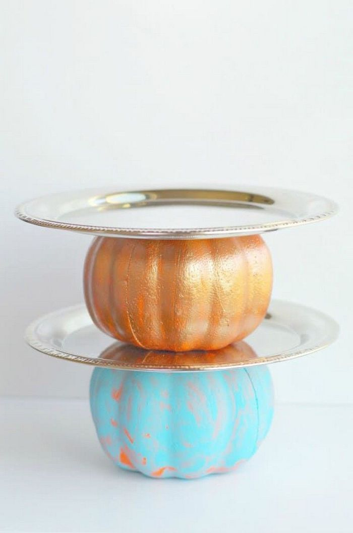 diy tutorial, step by step, pumpkins painted in gold and blue, silver trays attached, thanksgiving decorating ideas,