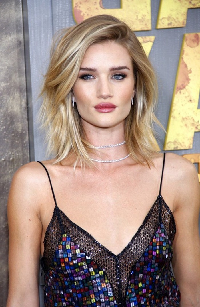 layered haircuts with bangs, rosie huntington whitely, wearing a sequinned dress, blonde hair, silver necklaces