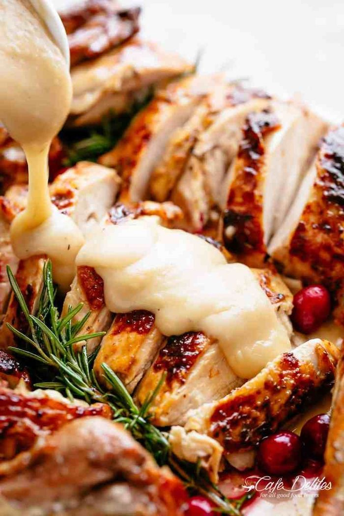 turkey slices, covered in gravy, cranberries and fresh rosemary, on the side, how long to cook a turkey